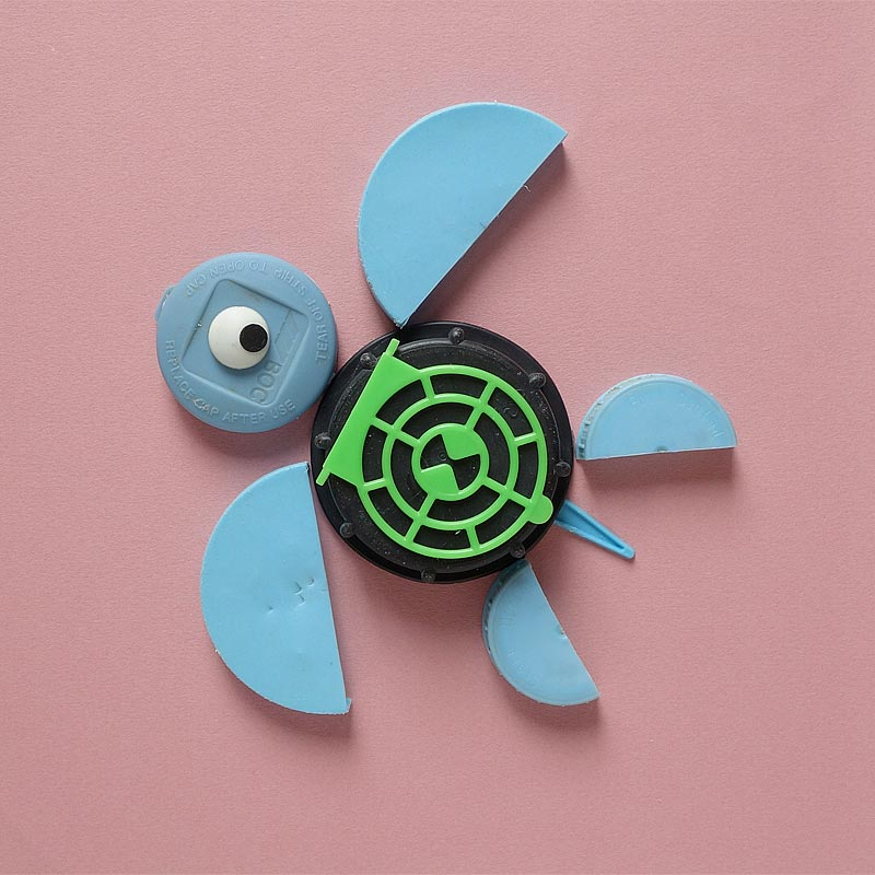 schildpad gemaakt van gevonden plastic